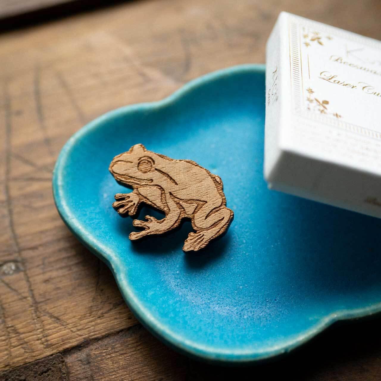 frog / カエル(Brooch)