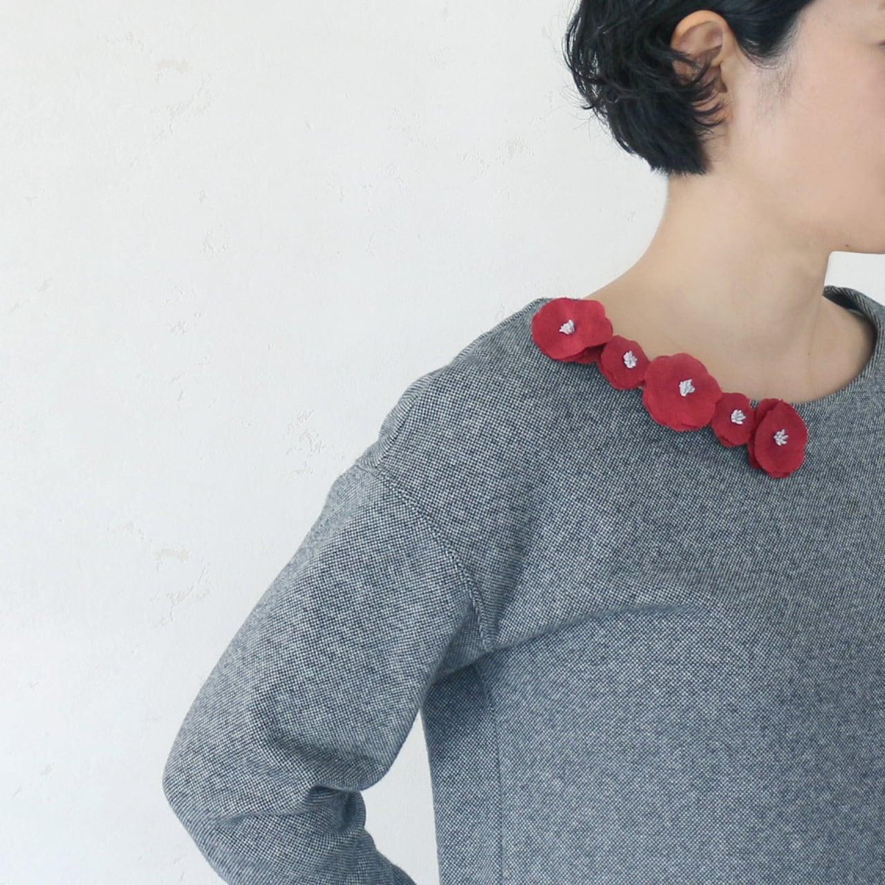 衿元を魅力的に 麻のブローチ〈 Romantic 〉Red