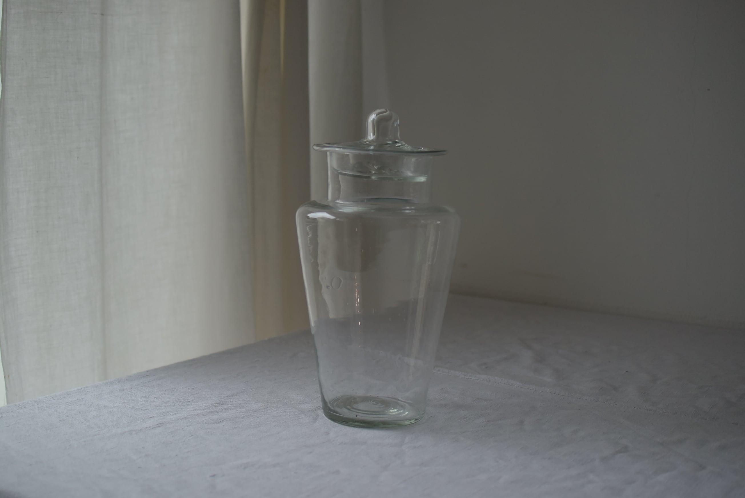 美しいデザインの吹きガラス瓶