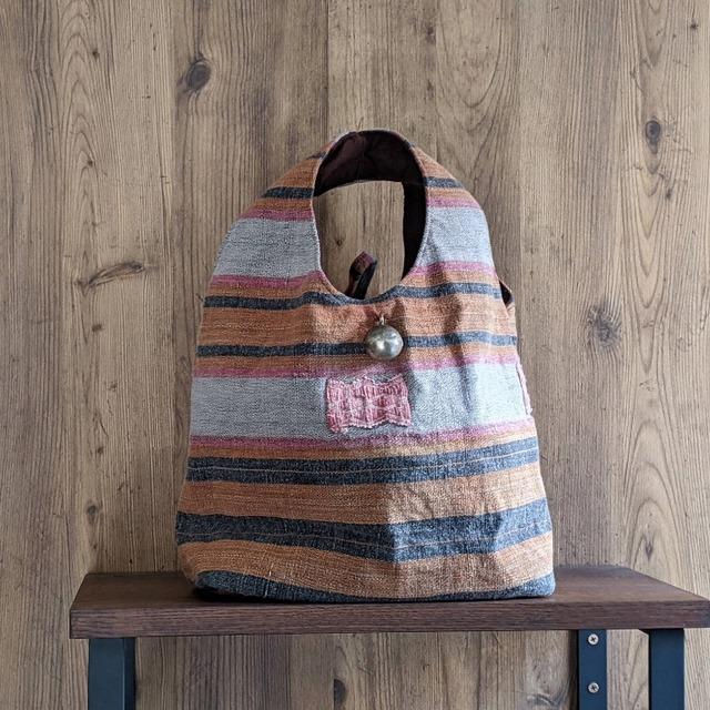 チェンマイ ナガ族刺繍の大きな○ボタンがついたバッグ ②