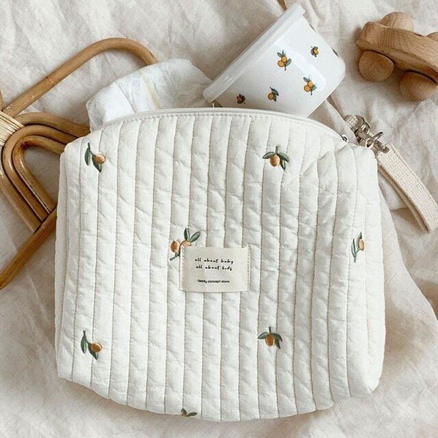 【お取り寄せ】キルティングポーチ 刺繍 オリーブ柄  おむつポーチ 赤ちゃん