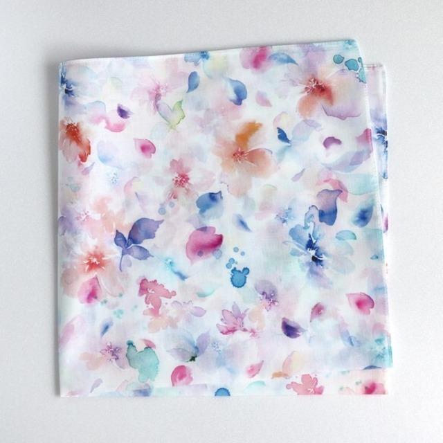 水彩花柄のハンカチ
