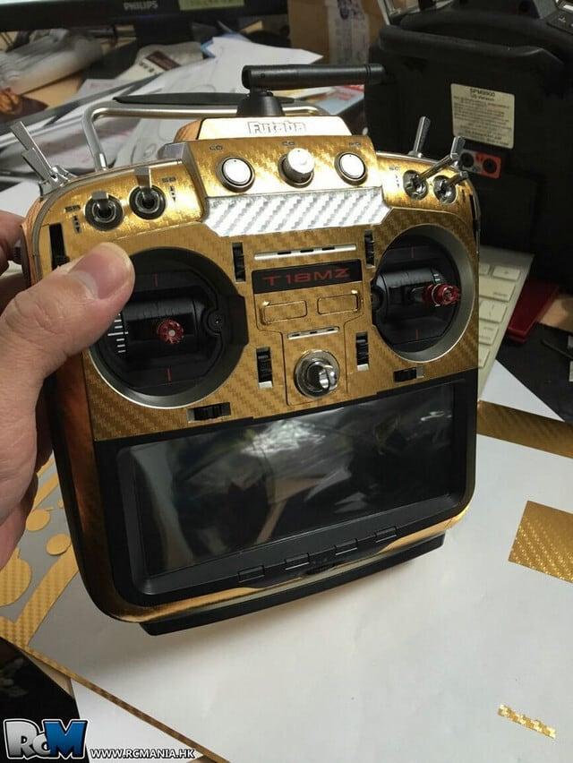FUTABA ★フタバプロポ 18MZ用 プロポスキン カーボン調  カラー/ゴールド