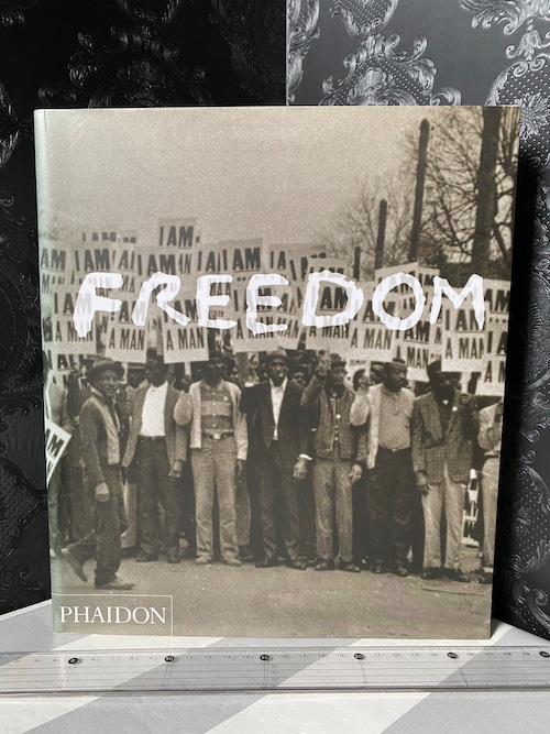 FREEDOM   A PHOTOGRAPHIC HISTORY OF THE AFRICAN  STRUGGLE