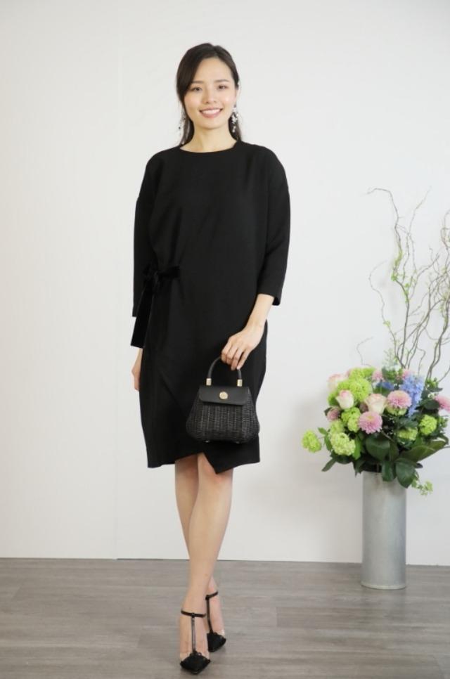 パーティードレス アシンメトリーでモードな大人の品格を上げて ウエストリボン ワンピース ドレス(ブラック) 結婚式 二次会【DR-17】
