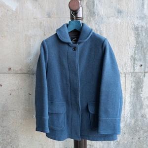 青いヘチマ襟のショートコート