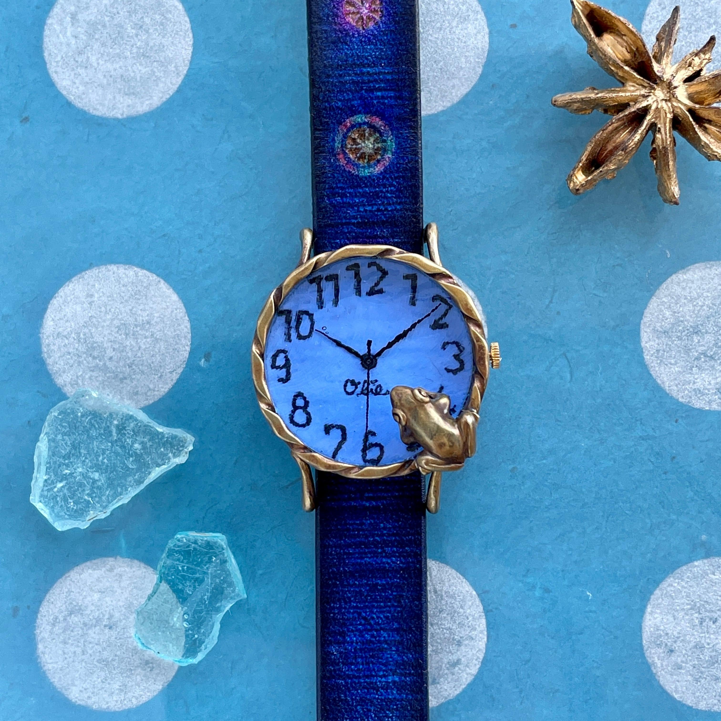 池をのぞく蛙腕時計M パステルブルー