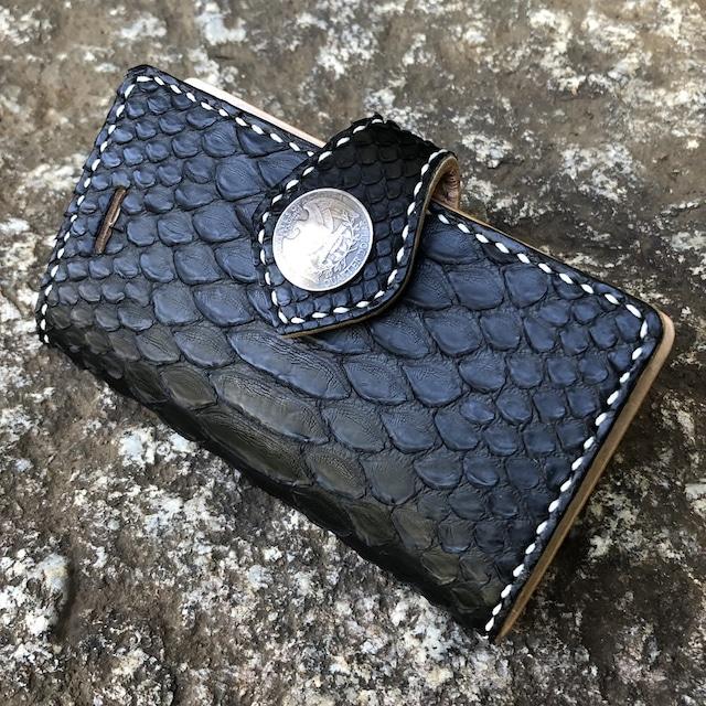 【iPhoneケース】各種対応 手帳型 バックカット ダイヤモンドパイソン ブラック イタリアンレザー 生成りヌメ革 コンチョ付きフラップ バイカーズスタイル BDPYBK-BCON LEVEL7