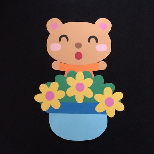 誕生表に使えるクマ(黄)の壁面装飾
