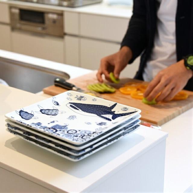 【natural69】 【cocomarine】 【正角皿】 【約17cm】 波佐見焼 食器 北欧 角皿 スクウェア ジンベイザメ 魚柄 マンタ