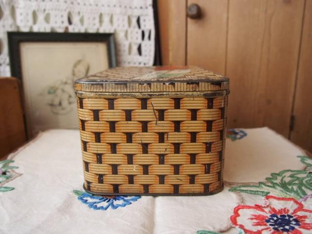 イギリスアンティーク バスケット柄のお菓子缶