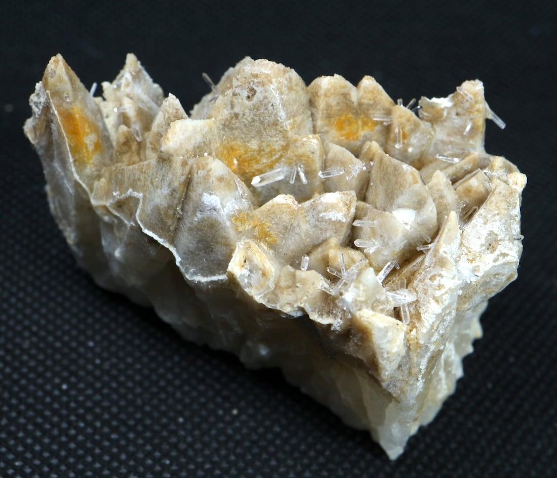 クォーツ結晶 + カルサイト  ネバダ産 107g QZ034 原石 天然石 鉱物 パワーストーン