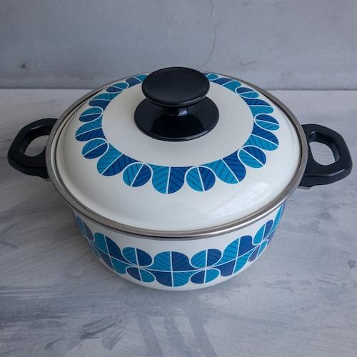 青いホーロー鍋