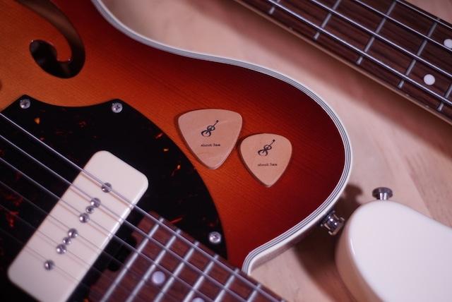 【本革製ギターピック】Genuine Leather Guitar Pick / ギター・ベース・ウクレレに使えます!
