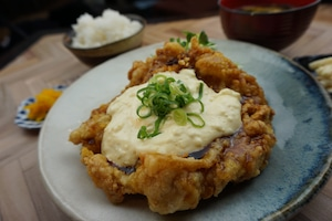 【とり安食堂】手作りタルタルのチキン南蛮弁当 味噌汁・お漬物付