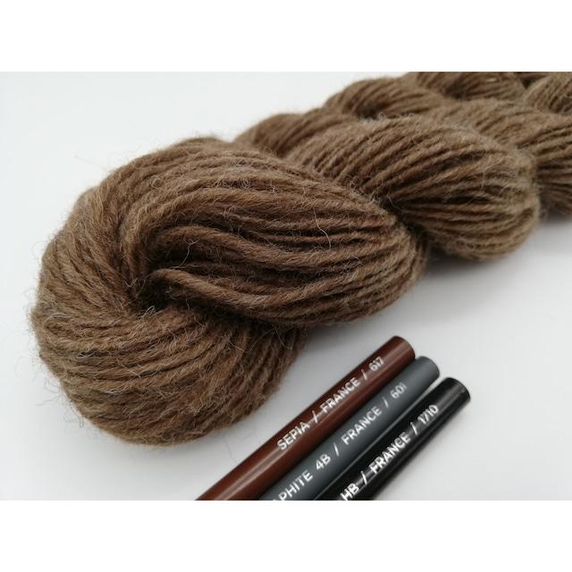Rueca 紡ぎ糸 シェットランド羊100% ナチュラルカラー/モカ 単糸/紡毛糸/S撚り No.3 重さ:30g 長さ:90m
