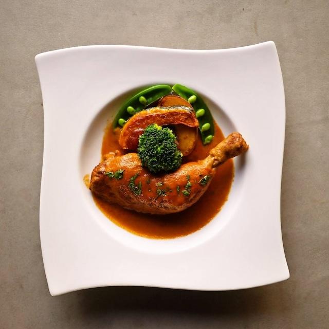 骨付き鶏もも肉の煮込み レッドカレーソース(フレンチ惣菜 煮込み カレー レッドカレー)【冷凍便】