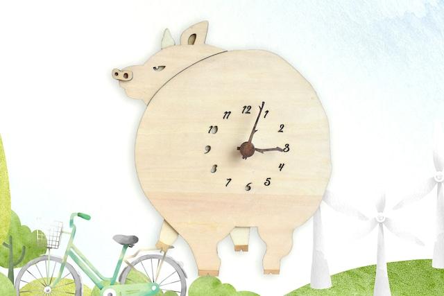 ブタが振り向く時計 木製 掛け時計
