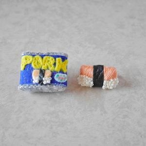 【ポーク缶モチーフ・ブローチ】スパムむすびとセット