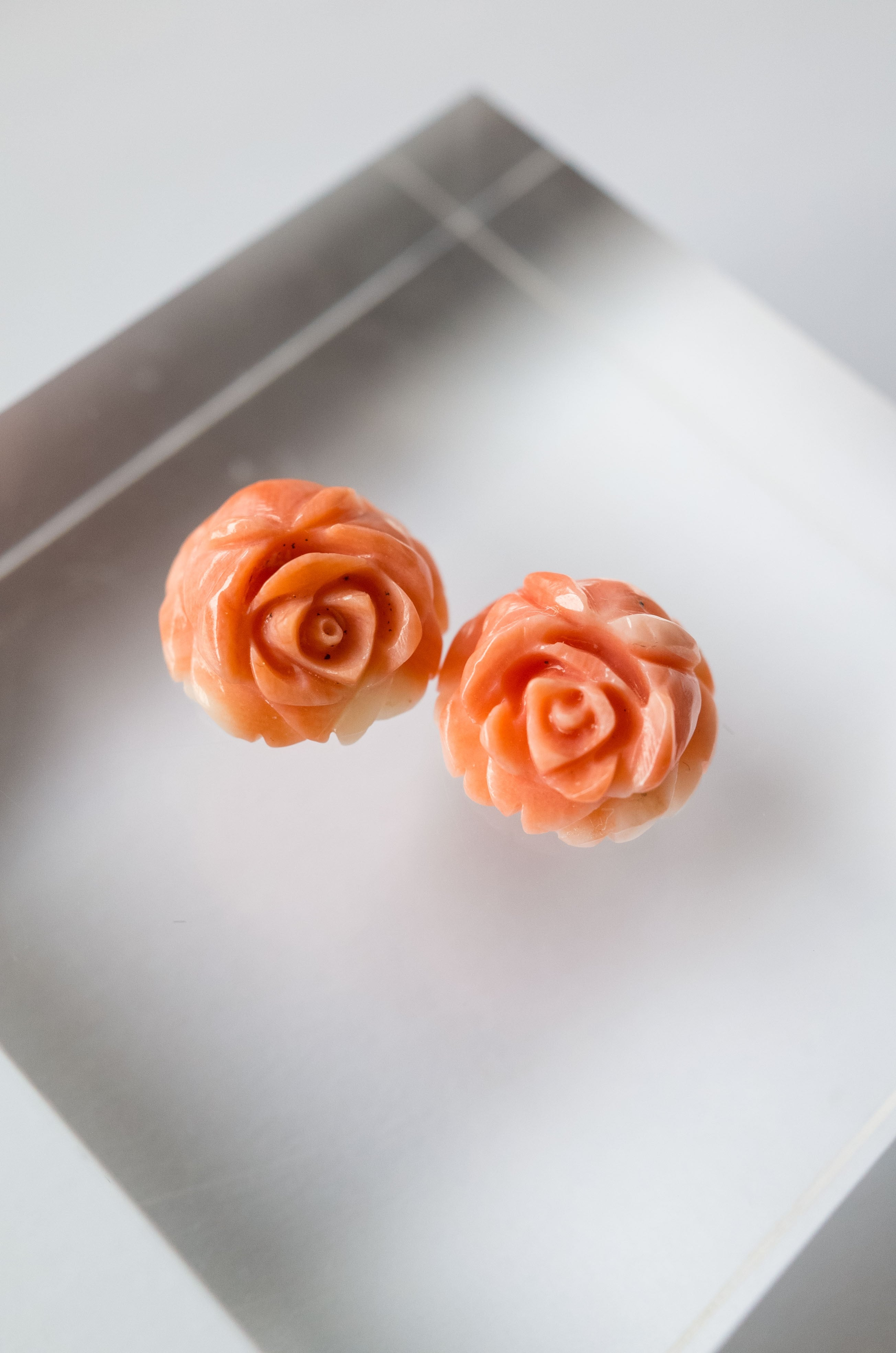 Flower Carving Coral  /pair - 002