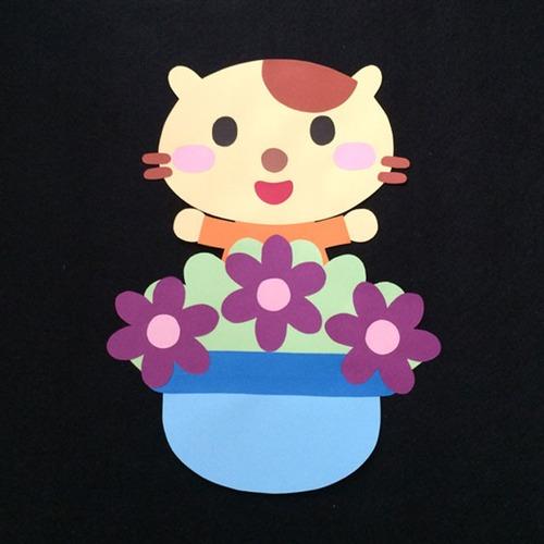 誕生表に使えるネコ(紫)の壁面装飾