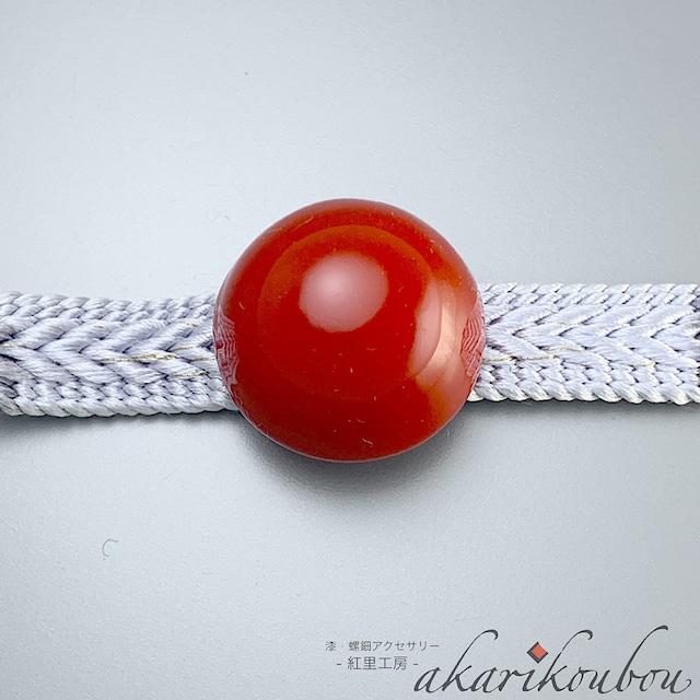 帯留め 朱漆 半球 赤 漆帯留 丸 : 帯留 和装 帯飾り 金沢漆器 伝統工芸 着物 和装小物