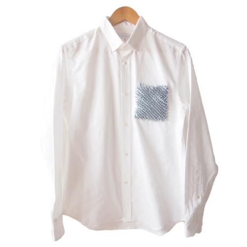 <グレー>ユニーク×伝統工芸 クモ絞り(有松絞り)生地を使用したオックスフォードメンズシャツ by ツムギラボ