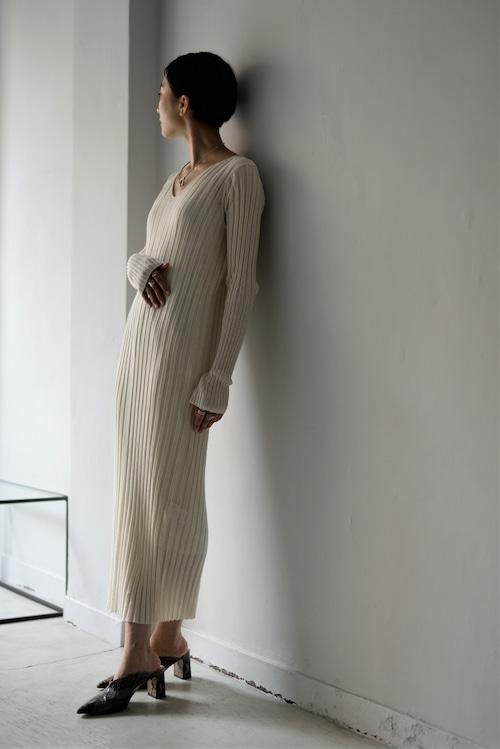 UNDECORATED / CO SHEER RIB DRESS (ivory)