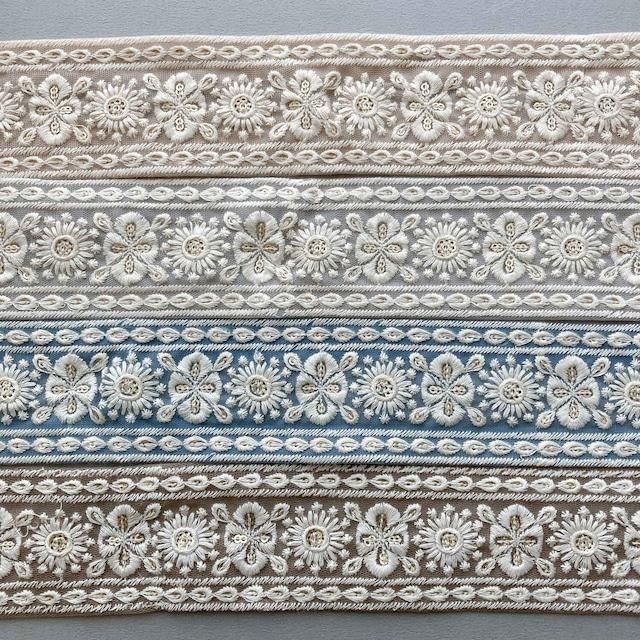 〈再入荷〉白いお花としずく縁の刺繍チュールリボン
