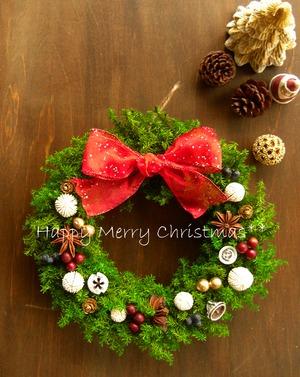 ホワイト&レッド&木の実のフォレストグリーンのクリスマスリース~ミドル