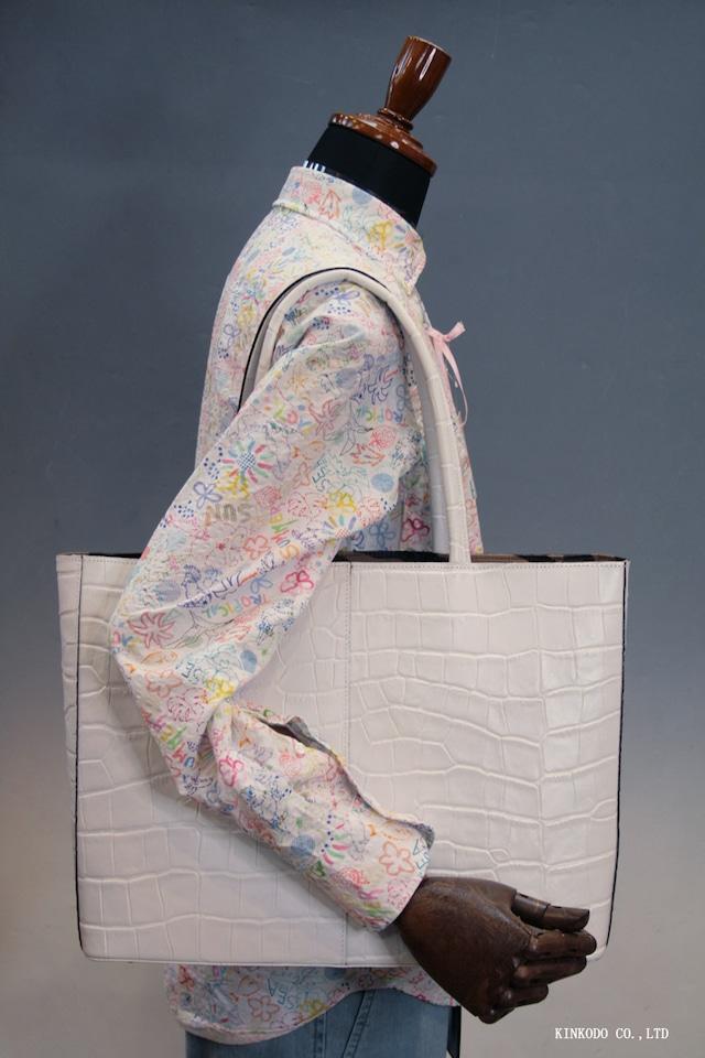 真っ白なトートバッグ A4パソコン収納可能な牛革クロコダイル型押し 自立型、裏地は迷彩柄 日本製