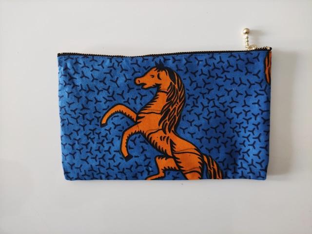 アフリカンファブリック ペタンコポーチ 青地にオレンジの馬 両面