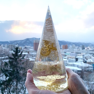 巨大・円錐型オルゴナイト~ドラゴン【ゴールドルチル・シトリン・&天然水晶】金運・財運最強