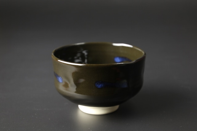 手捻り抹茶碗(黒青散らし) 清水焼