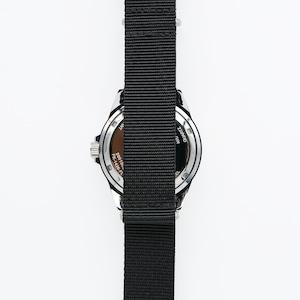 おしゃれ&タフなソ-ラ-腕時計 SS02BK