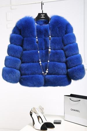 9652冬レディース アウター  フェイクファーコート  スリム ショート丈 ブルー