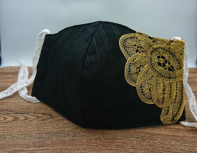 華やかなブラック×ゴールド バテンレースマスク