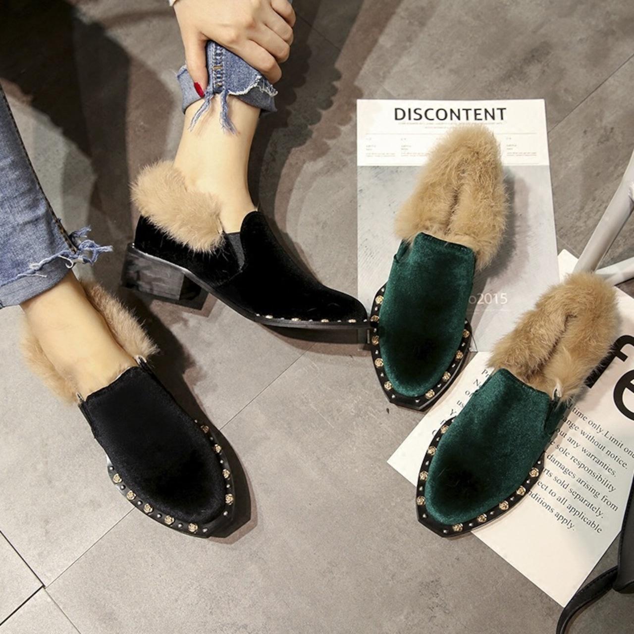 【即納】velvet fur studs shoes