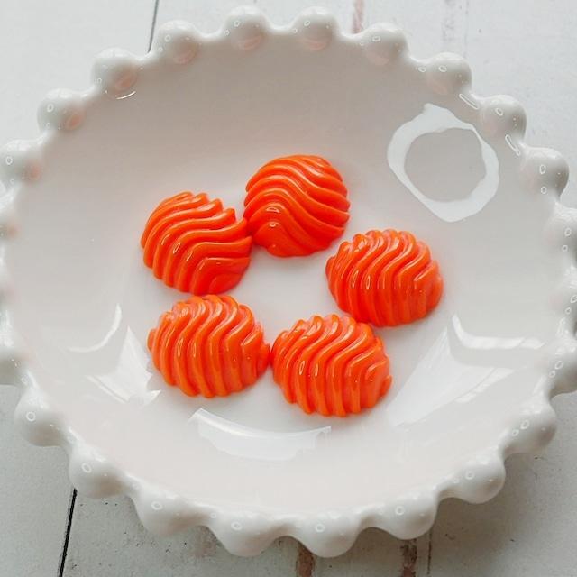 【464p-p1】4pcs  レトロデザインアクリルカボション オレンジ 16×17×6.5mm