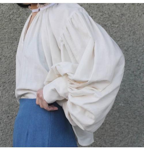 Shirring neckline blouse