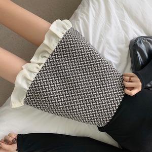 モノトーンデザインフリルミニ丈スカート