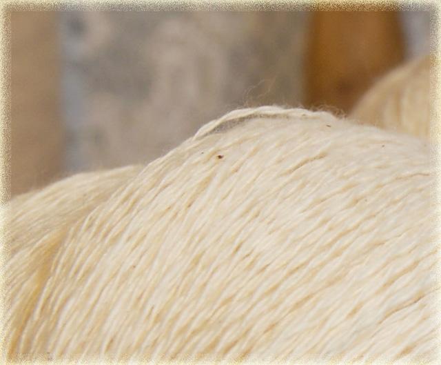 かせ糸:コットン100% 糸 240g~250g  生成 毛糸