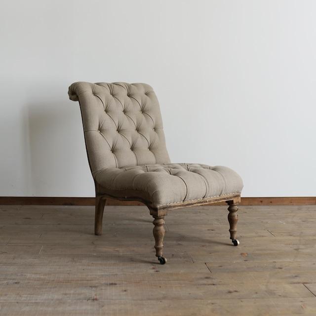 Button cushion chair