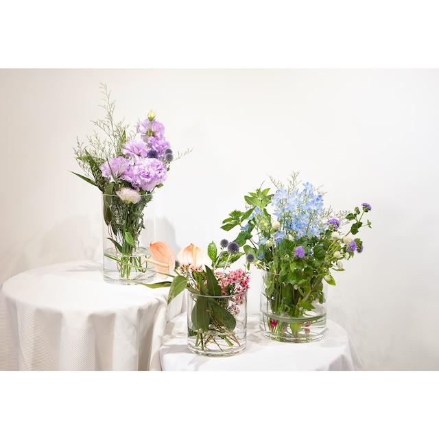 ①瑞々しいガラスベース(花瓶)プラン16500円【be京都×フラワーデザイナー ―作品展のためのお祝い装花】