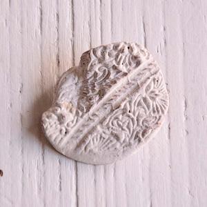 島るり子 陶器のブローチ(B)