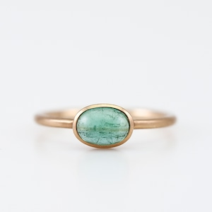 Green tourmaline ring / Cabochon
