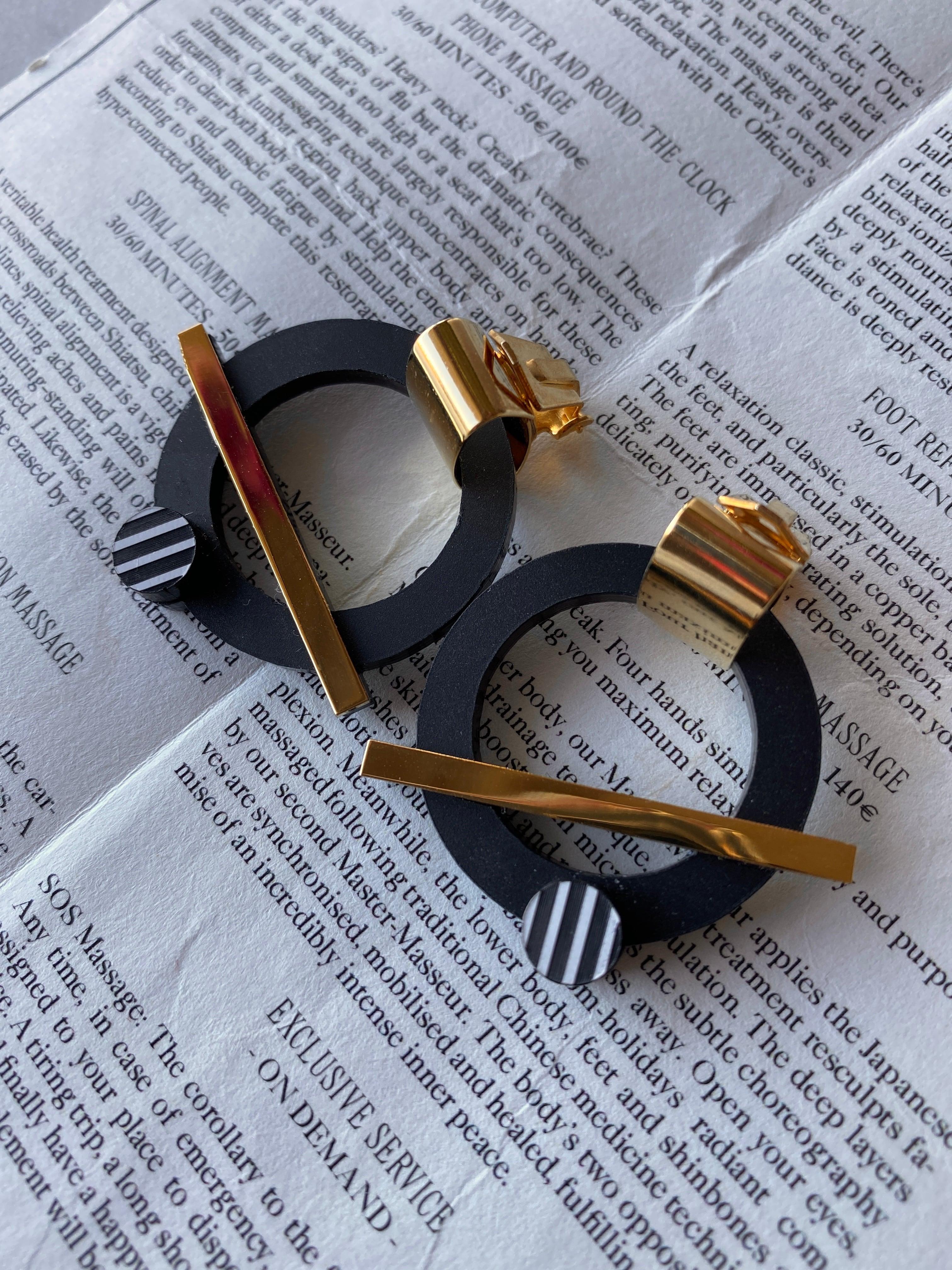 パリ発   黒とゴールドがクールなイヤリング(クリップ式)