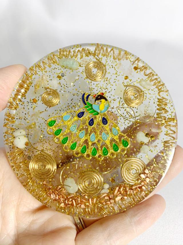 波動が高い!!円型 カラフルな孔雀のオルゴナイト~金運アップ【ゴールドルチル・シトリン・水晶】