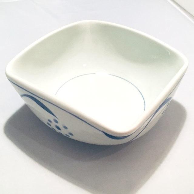 【砥部焼/梅山窯】3寸四方曲鉢(三つ葉)
