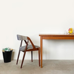 Dining table with 2 leaves / TB014
